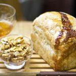 Pão semi-integral de nozes com mel